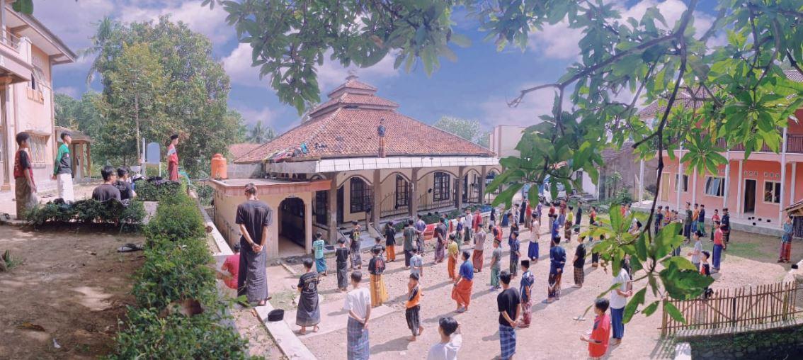 Wakaf Air Pesantren Untuk Pesantren Manbaul Huda Dsn.karanghonje, Ds. Sindangwangi Kec. Padaherang, Pangandaran