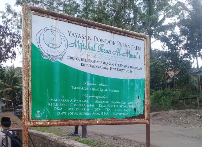 Wakaf Air Untuk Warga & Pesantren Miftahul Ihsan Almusri 1 Kp Cidolog, Tamansari, Tasikmalaya