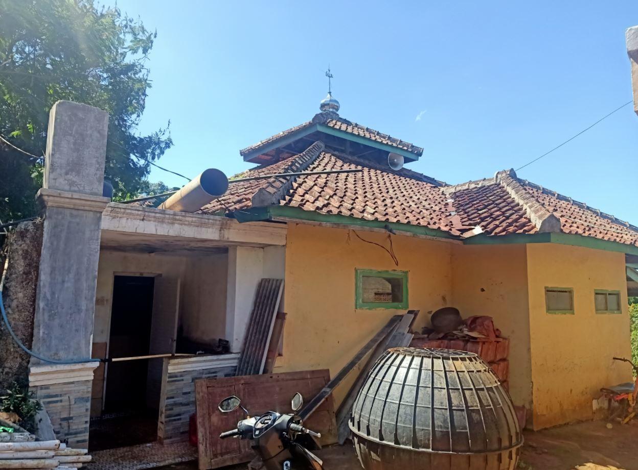 Wakaf Air Pesantren Untuk Warga & Tempat Ibadah di Kp. Waas, Ds. Mekarmanik, Kec. Cimenyan, Bandung